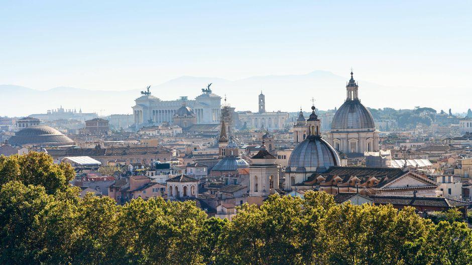 In der italienischen Hauptstadt gibt es Sehenswürdigkeiten soweit das Auge reicht – das ist schon beim Blick auf die Skyline ersichtlich.