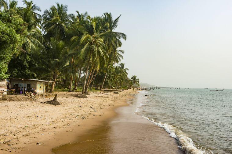 Strand bei Buchanan in Liberia, Westafrika.