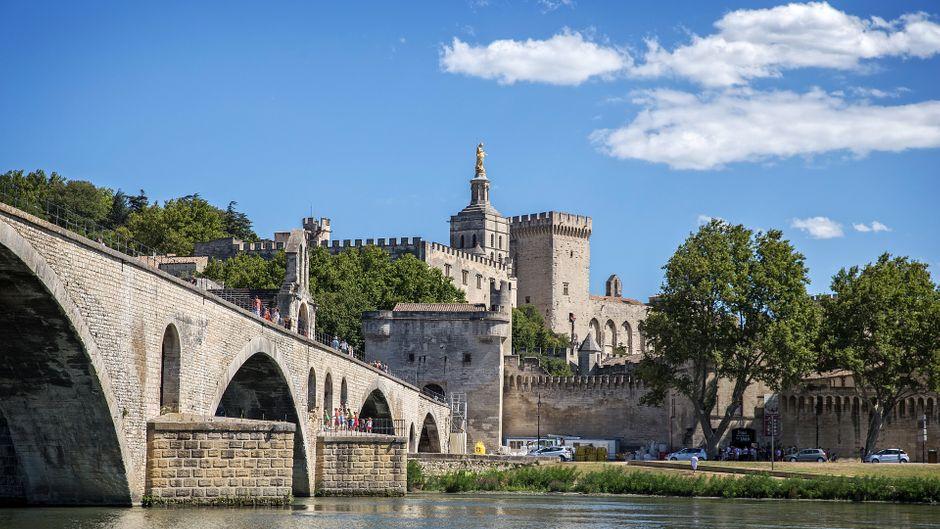 Die Altstadt von Avignon, von der Rhone aus gesehen.