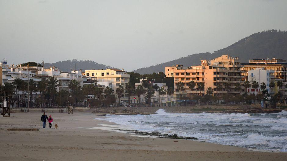 Winter auf der Balearen-Insel Mallorca. Die Strände sind fast menschenleer