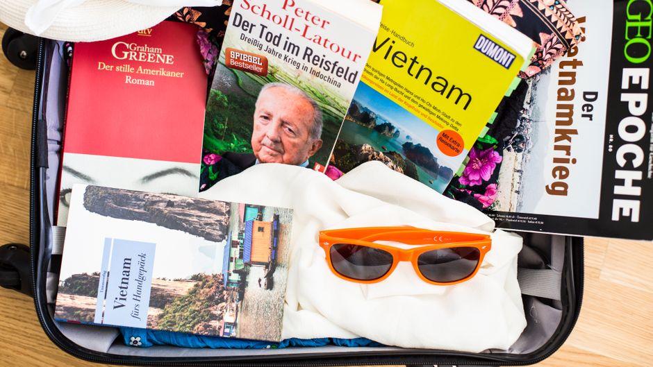 Bücherkoffer mit Büchern für den Urlau bin Vietnam.