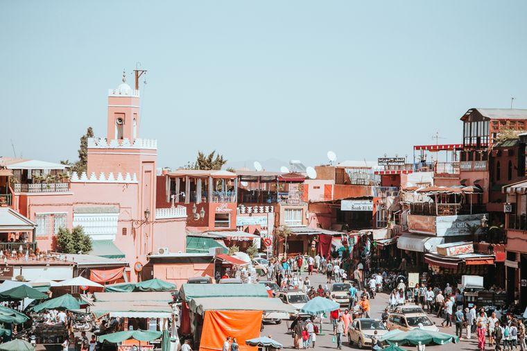 Blick auf einen Basar in Marrakesch, Marokko.