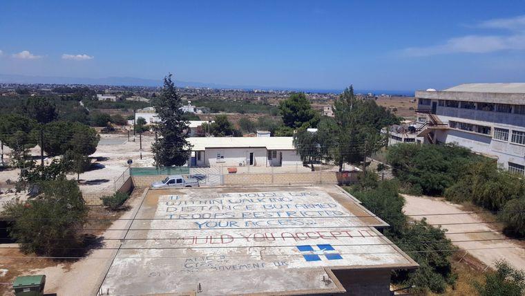 Zypern ist seit 1974 geteilt in einen türkischen und einen griechischen Teil. Als Pufferzone dient die sogenannte Grüne Linie.