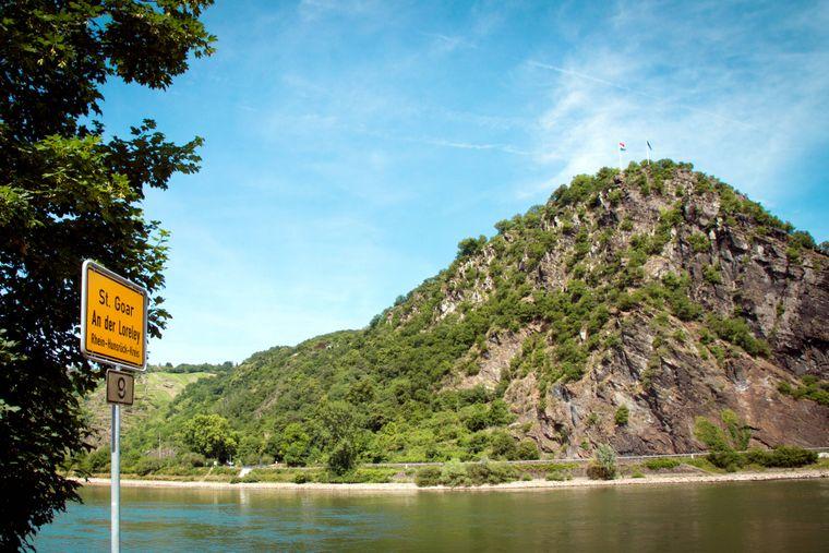 Der beeindruckende Loreleyfelsen am Rhein.