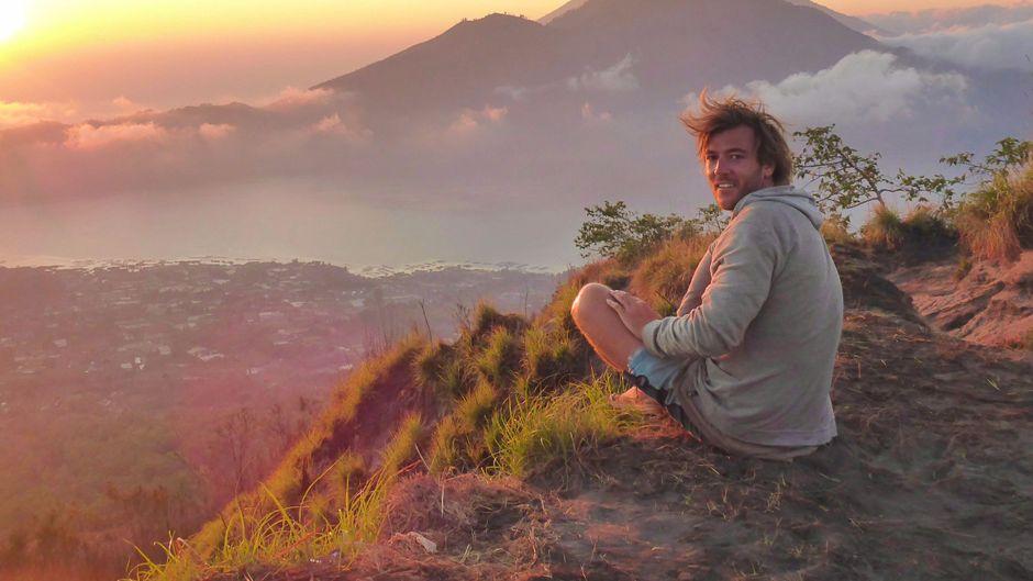 Völlig tiefenentspannt blickt Tyral über Bali.