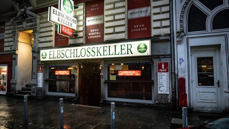 """Bei der Reeperbahn: der """"Elbschlosskeller"""". Sie selbst titelt sich als """"härteste Kneipe Hamburgs""""."""