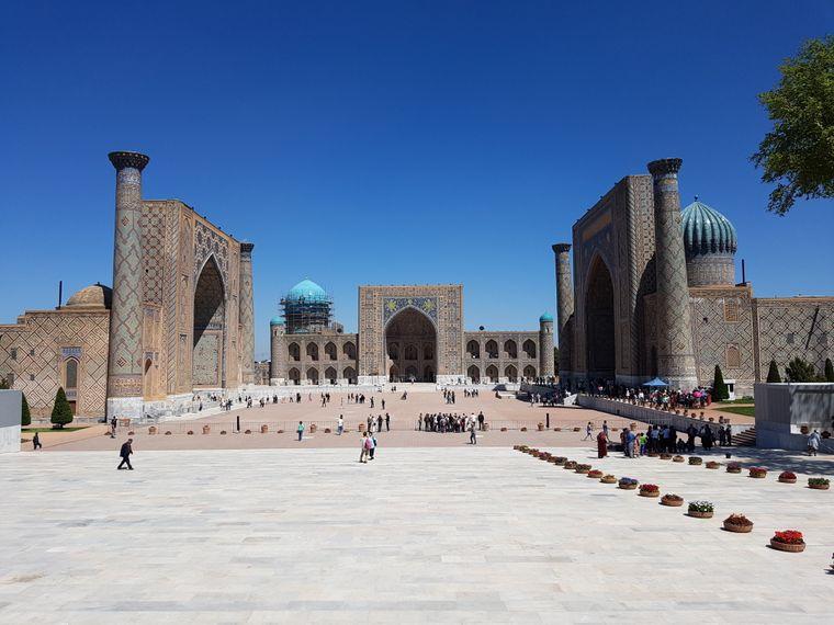 Der Registan-Platz gilt als das Herz von Samarkand. Er ist von drei Medresen umgeben.