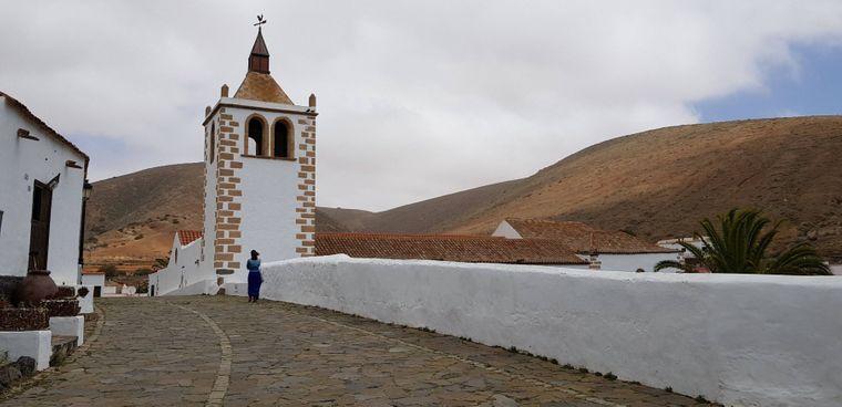 Definitiv einen Besuch wert: die Kirche Santa Maria im Dorf Betancuria auf der Insel Fuerteventura.
