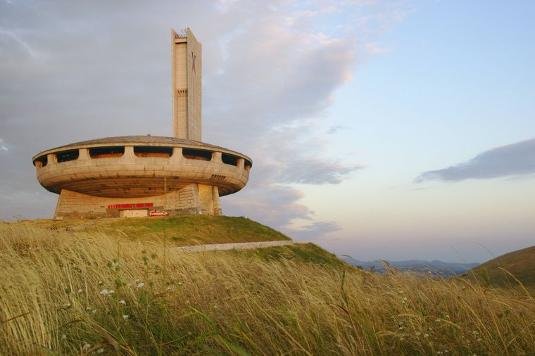 Das Busludscha-Denkmal auf dem Chadschi Dimitar Berg in Bulgarien