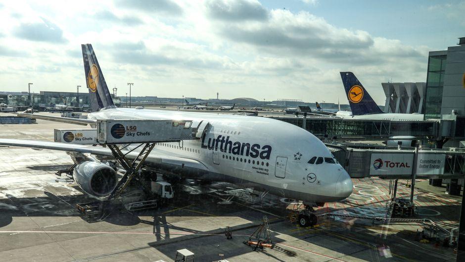 Die Lufthansa fliegt wegen des Coronavirus aktuell deutlich seltener in Deutschland.