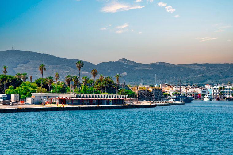 Bereit zum Anlegen? Den Hafen von Kos-Stadt solltest du auf deinem City-Trip unbedingt ansteuern.