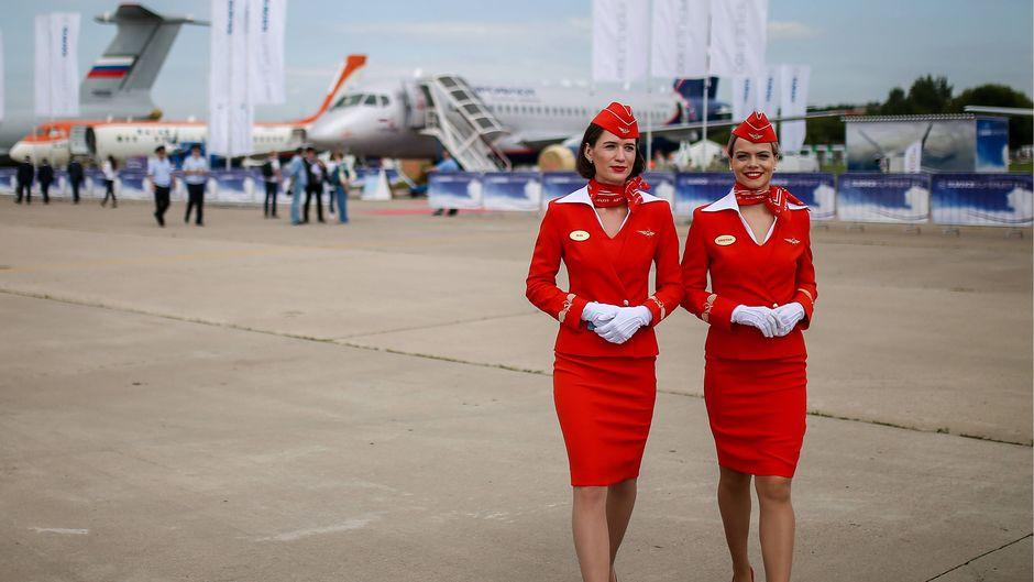 Diese Flugbegleiterinnen von Aeroflot entsprechen wohl den Wünschen der russischen Airline.