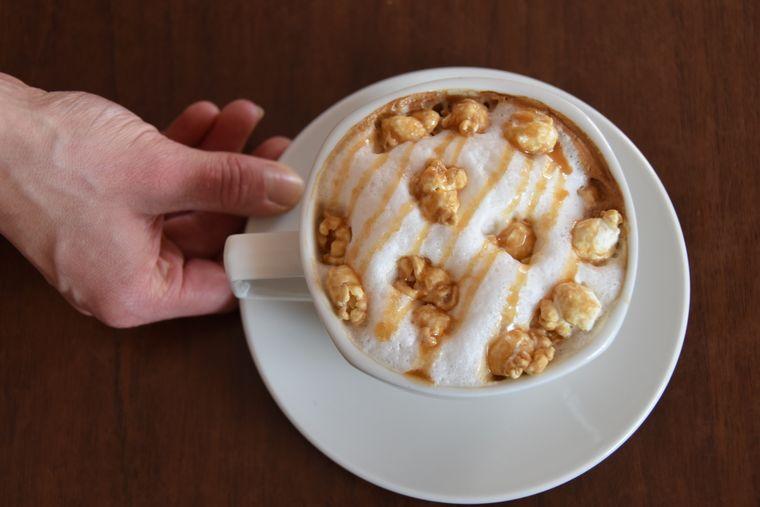 Ein Popcorn-Cappucino in der MoccaFee ist etwas für süße Kaffeeliebhaber.