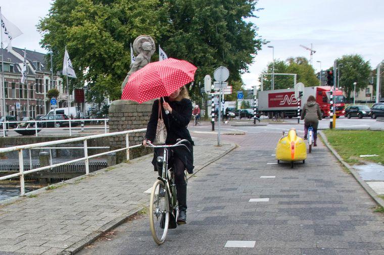 Auch nicht der Regen hält die Bewohner Utrechts davon ab, das Rad zu benutzen.