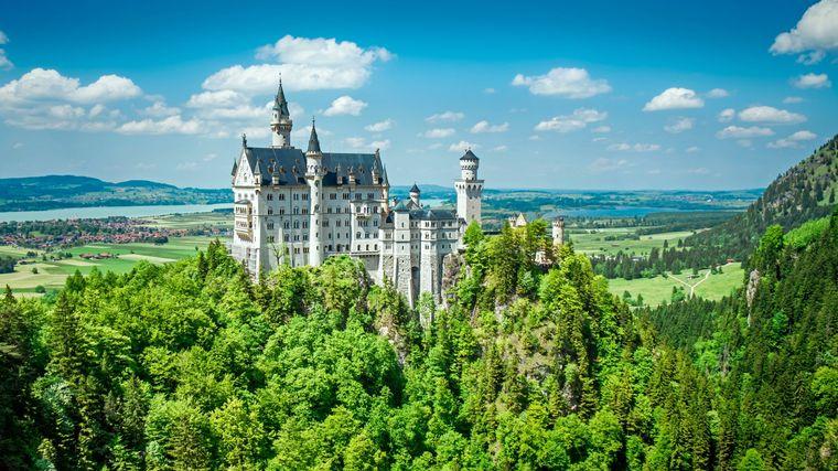 Das berühmte Schloss Neuschwanstein liegt drei Kilometer entfernt vom Städtchen Füssen. Auch hier lohnt sich ein Besuch!