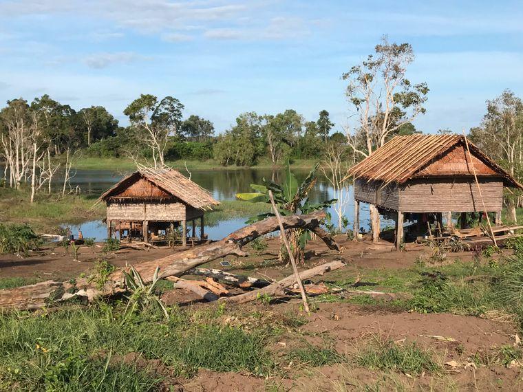 Die meisten Einheimischen am Lake Murray leben in Pfahlhäusern wie diesen in dem Dorf Botokom.