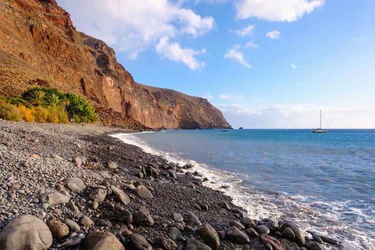 Vulkansiche Gebirgslandschaften gibt es auf der spanischen Insel La Gomera zu bestaunen.
