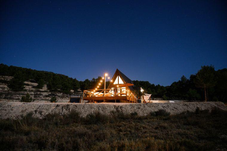 In dieser Finca an der Costa Blanca in Spanien kannst du deinen Glamping-Urlaub genießen.