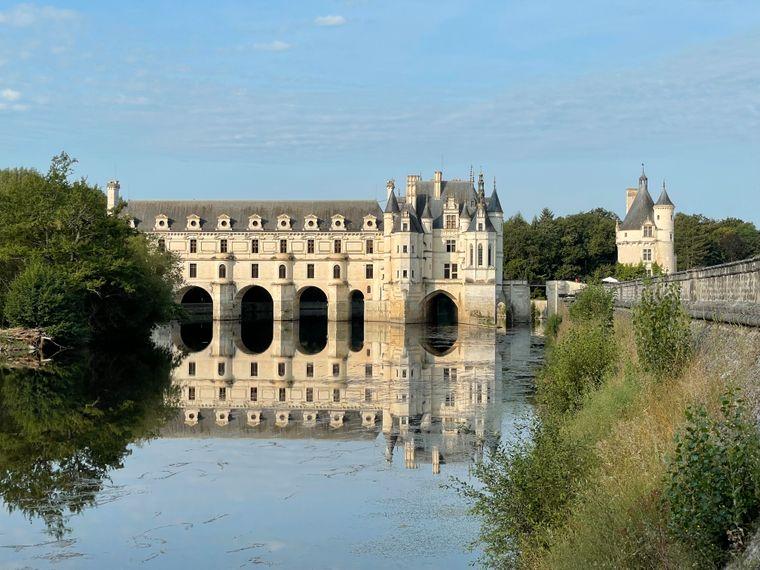 Das Château de Chenonceau mit seiner berühmten Bogenbrücke ist eines der meistbesuchten Schlösser Frankreichs.