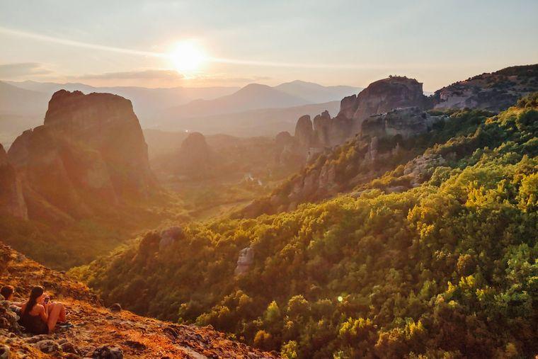 Die Felsformationen des Gebirges Meteora in Griechenland ähneln einem Gebirge in Deutschland.