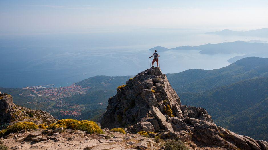 Wanderer auf dem Monte Capanne auf Elba – ein Highlight auf der Insel.