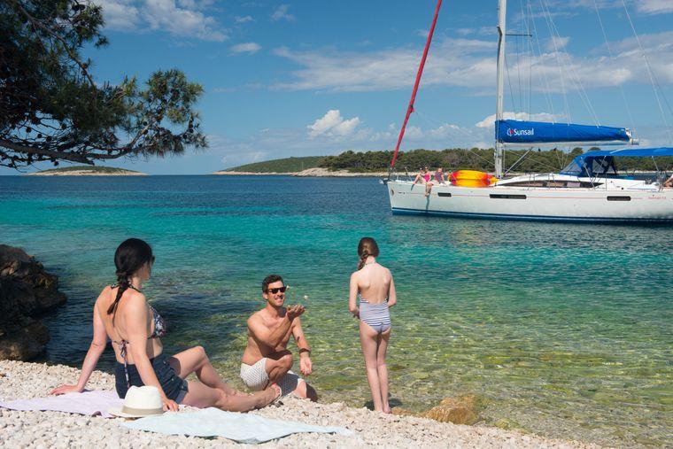 Mit der Segelyacht zu ruhigen Buchten in Kroatien