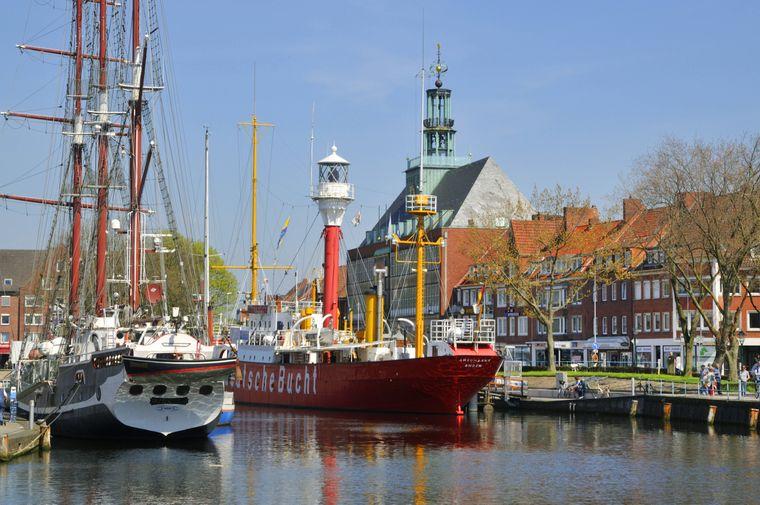 In der Emdener Ratsdelft kannst du das Traditionsschiff Amrumbank erkunden.