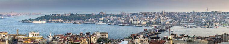 Die Galata-Brücke über den Bosporus verbindet die asiatische und die europäische Seite von Istanbul.
