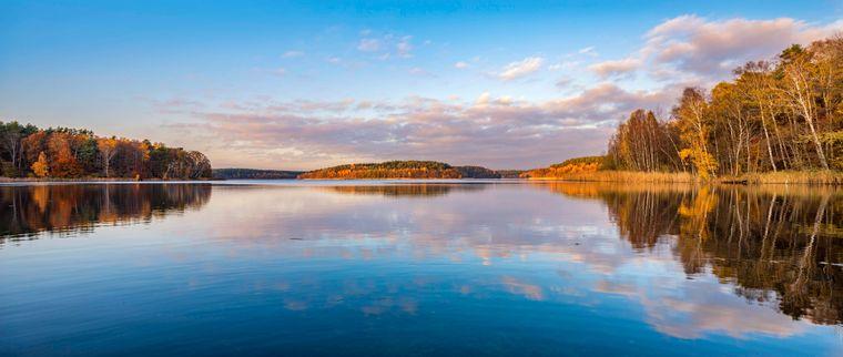 Wer Wasser mag, wird den Müritz-Nationalpark lieben. Hier der Blick auf den Großen Fürstenseer See.