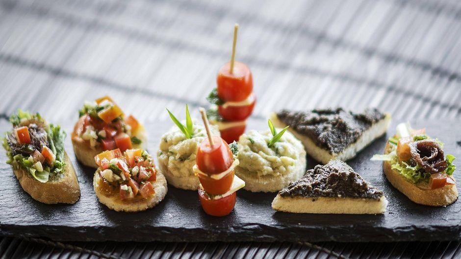 In Cala d'Or kannst du nach einem Tag am Strand deine Geschmacksknospen verwöhnen. Top-Restaurants warten auf deinen Besuch.
