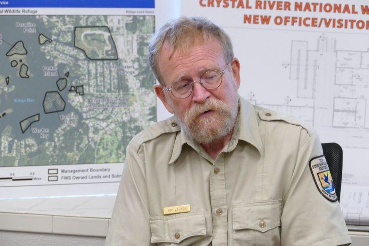 Jim Valade vom U.S. Fish and Wildlife Service setzt sich für den Schutz der Manatees ein.
