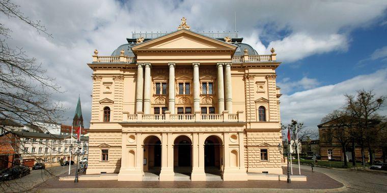 Nicht nur von außen spektakulär: Das Mecklenburgische Staatstheater Schwerin