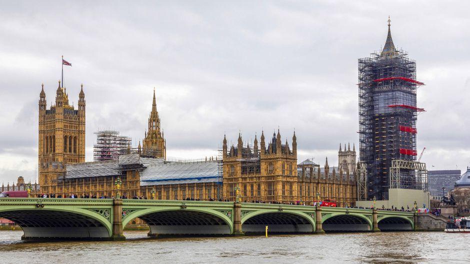 Aktuell nicht das perfekte Fotomotiv: Am Big Ben wird gearbeitet.