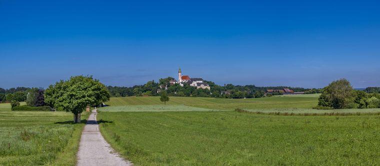 Die Wanderung zum Kloster Andechs ist leicht und nicht allzu lang.