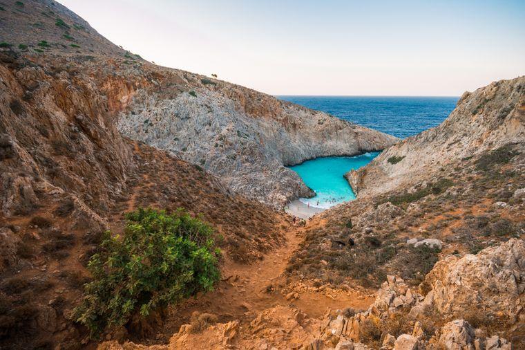 Der Strand Seitan Limania oder Agiou Stefanou hat traumhaftes türkisfarbenes Wasser.