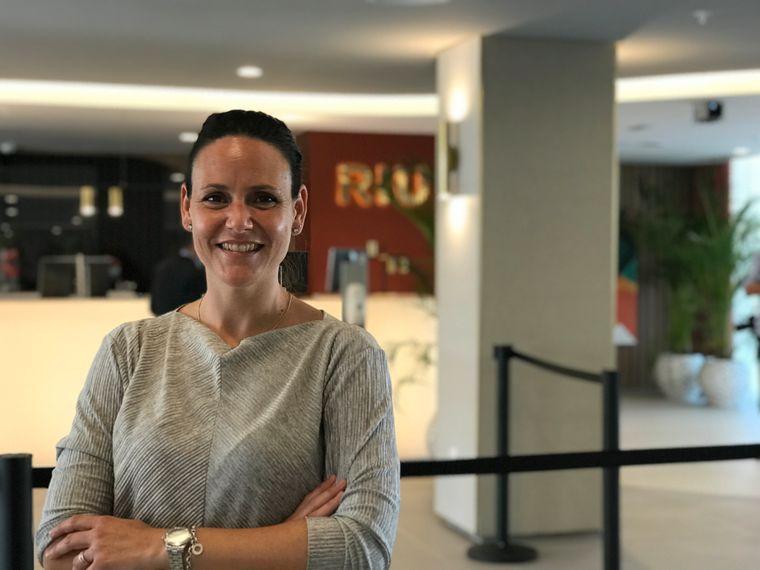 Laura Malone, Riu-Sprecherin, erklärt die 17 Corona-Protokolle für die Hotels.