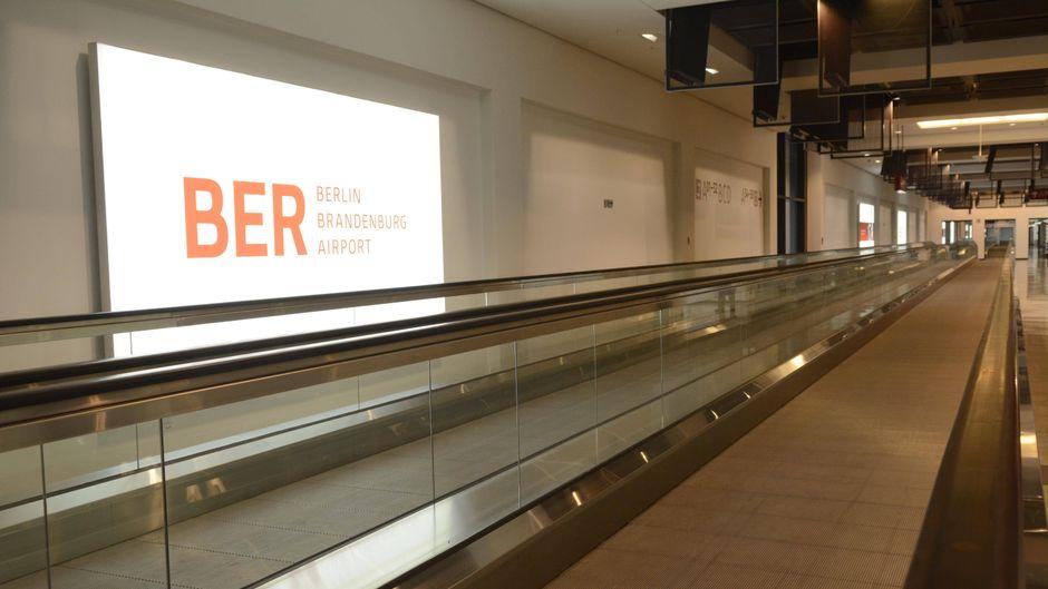 Brandenburg / Schoenefeld : Presserundgang am Flughafen Berlin
