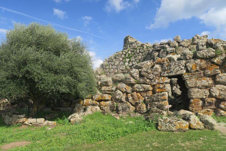 Bis heute haben sich die Bauten der prähistorischen Nuraghen-Kultur auf der ganzen Insel erhalten können.