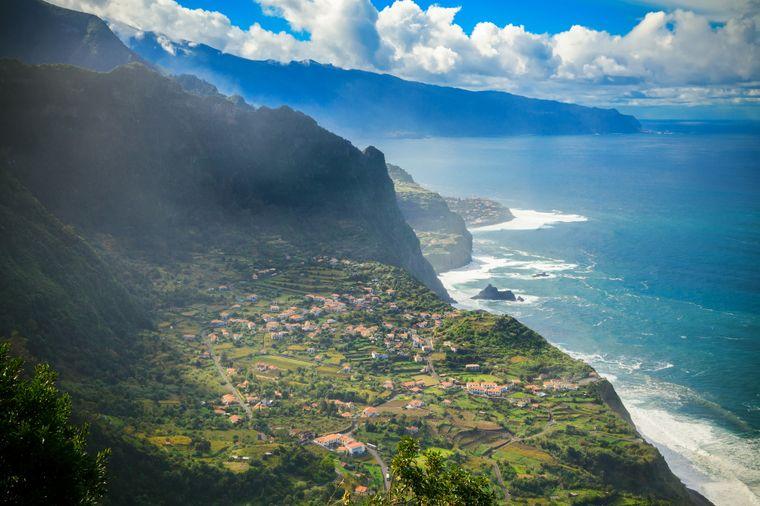 Das Bergdorf Arco de Sao Jorge im Norden Madeiras bietet einen einmaligen Ausblick.