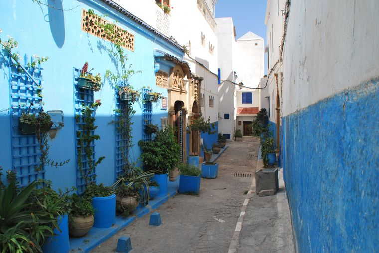 Altstadt (Medina) von Rabat. Gasse in Blau und Weiß.