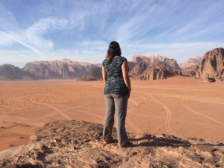 Ausblick von einem der zahlreichen Felsen im Wadi Rum.