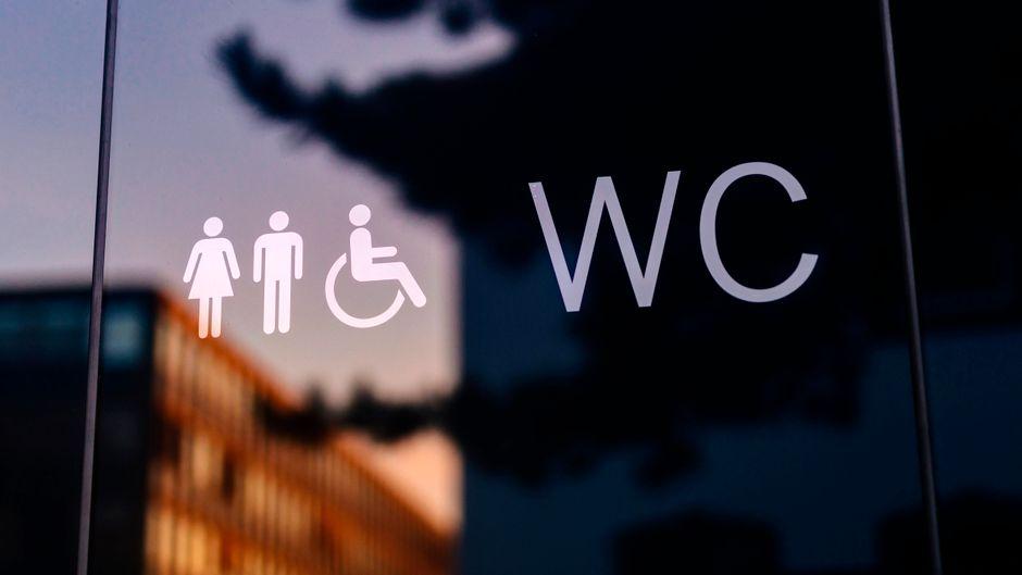 Öffentliches Klo in Köln-Deutz – die Stadt kommt im Toiletten-Ranking nicht gut weg.