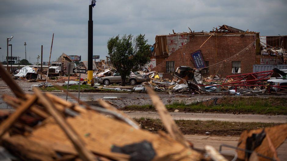 Nach dem Tornado: Das Hotel American Budget Value Inn ist komplett zerstört.