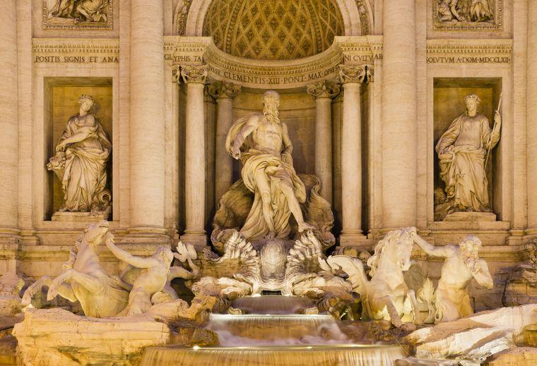 Die aufwendig gestalteten Figuren des Brunnens.