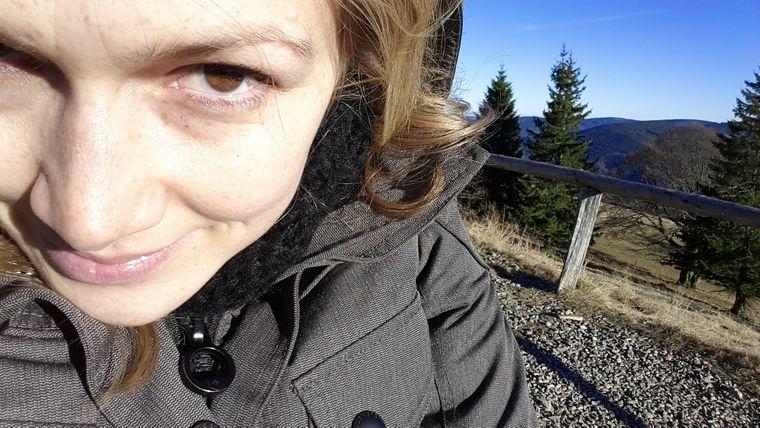 Isabell Prophet bei ihrem Wanderausflug im Schwarzwald zum Freiburger Schauinsland