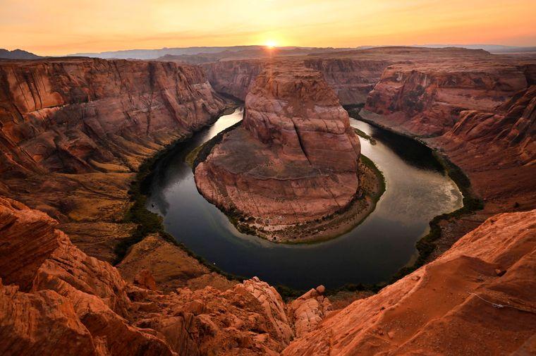 Die Steinformation im Colorado River sieht aus wie ein riesiger Pferdehuf