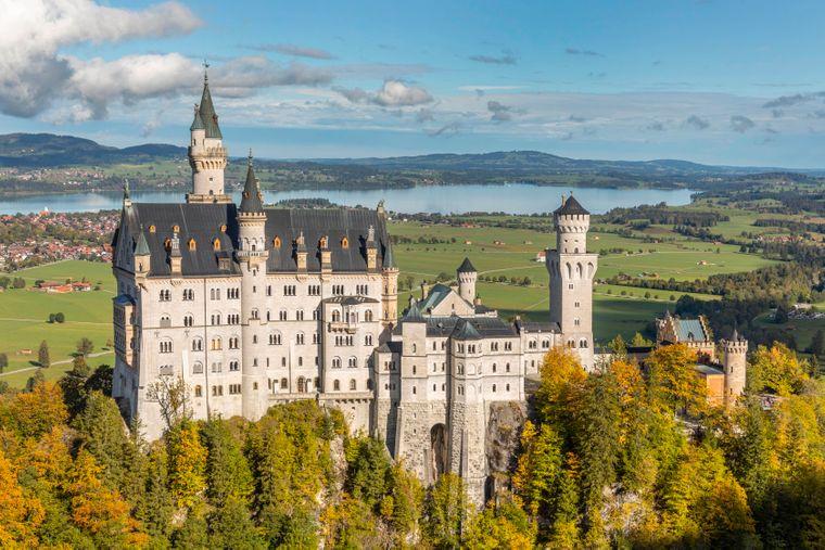 Schloss Neuschwanstein im Herbst.