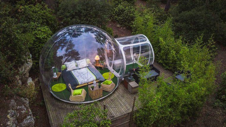 Einmal in einer Bubble mitten in der Natur schlafen – das ist im Glamping-Resort Attrap'Rêves möglich.