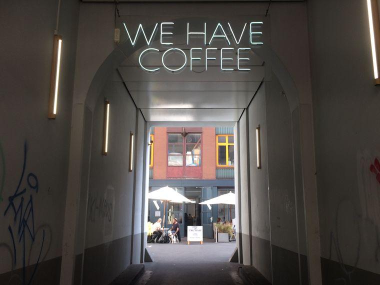 Die Rösterei The Visit hat ihre erste Filiale im Jahr 2016 eröffnet. Mittlerweile gibt es sie in Berlin zweimal.