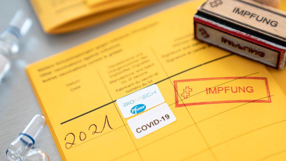 Reiseveranstalter oder Airlines können aufgrund der Vertragsfreiheit Ungeimpfte ausschließen.